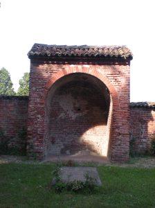 Una rara immagine dell'edicola dove era stata sepolta Guglielma la Boema